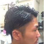 アップバングで黒髪の男らしい好感ショートスタイル!