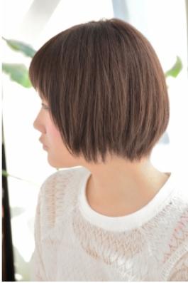 短め前髪がかわいいナチュラルショート