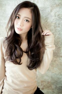 ゆるやかなウェーブ艶髪Iラインロング