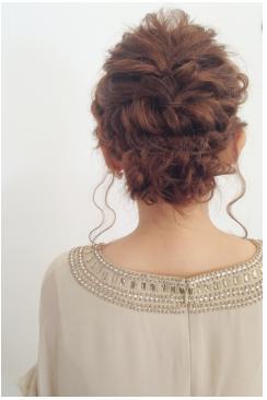 華やかな編み込みヘアアレンジ