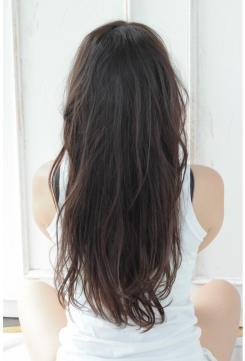 黒髪ゆるやかウェーブのロングスタイル!