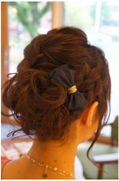 まとまりある編み込みヘアアレンジ