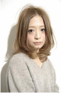 ベージュカラーでルーズパーマの小顔ミディアム☆